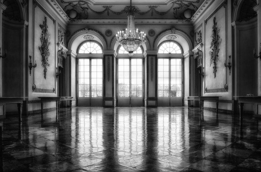 Opulentas-background-image